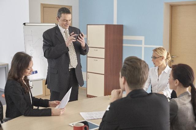 ビジネスミーティング 代理の英語表現
