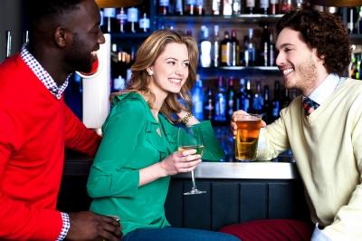 バーで飲む友人たち 人気英会話教材Native Englishの評価・感想