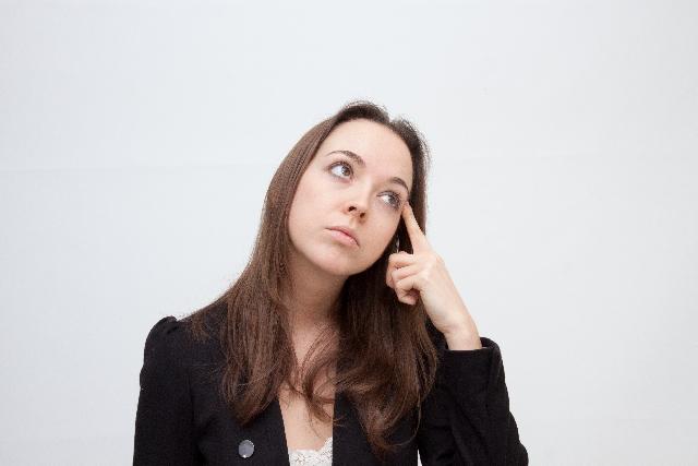 考える女性 英会話レッスン攻略マニュアルは必要?
