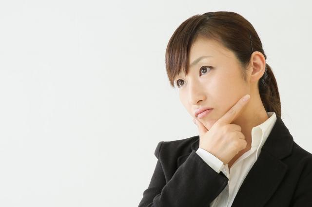 考える女性 初心者も失敗しないための英会話教材の選び方&おすすめ