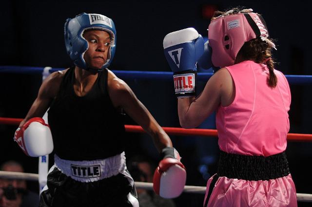 ボクシングをする女性 プライムイングリッシュとネイティブイングリッシュの比較 勝負の行方