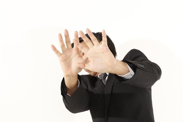 拒絶する男性 英語発音の習得は無理!難しい!と感じる3つの理由と解決法