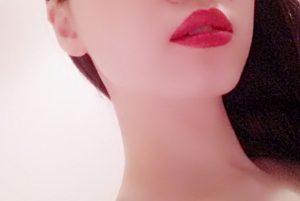 赤い唇 喉の奥にもう一つの唇がある感じで英語を発音