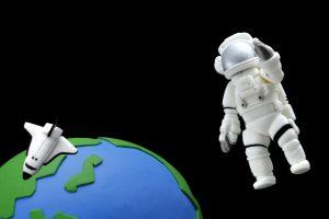 宇宙飛行士 英語を話すには口をリラックスさせて無重力にする