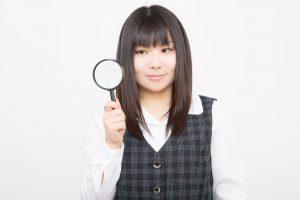 チェックする女性 Yuki式英会話勉強法の評価と感想