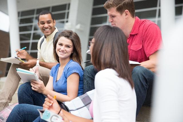 4人のアメリカの大学生 ネイティブレベルの英語発音とは?