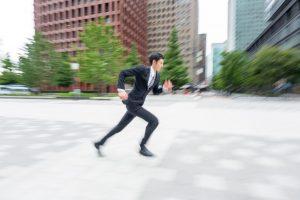 走る男 TOEICは解答するスピードが問われる試験