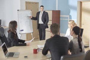 TOEICで必要とされる英語は、ビジネスでは有利になり得る